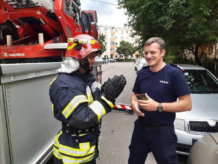 O rândunică a fost salvată de pompierii prahoveni