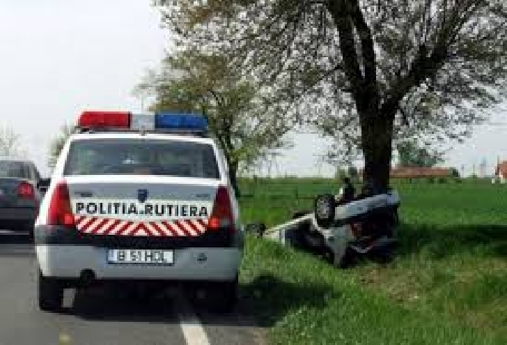 Un autoturism s-a răsturnat  între Stejaru şi Popeşti
