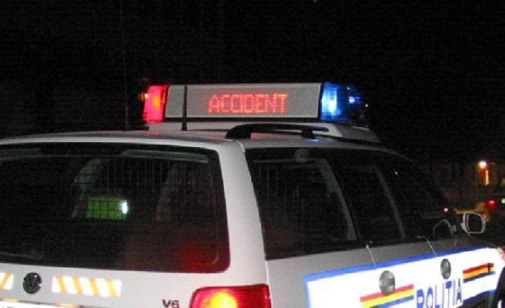 Accident rutier în Ploieşti. O motocicletă a fost acroşată de un autoturism