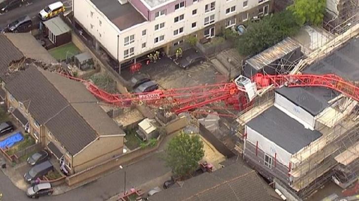 O persoană a murit şi patru au fost rănite în urma prăbuşirii unei macarale de 20 de metri în estul Londrei