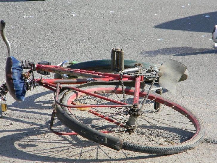 Accident rutier între Mizil şi Fulga. Un biciclist a fost acroşat de un autoturism