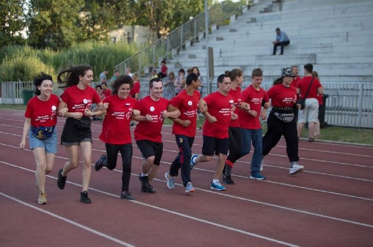 Fundaţia Special Olympics din România anunţă un nou program adresat elevilor cu şi fără dizabilităţi intelectuale din 240 de şcoli care vor învăţa despre incluziune şi vor face sport împreună