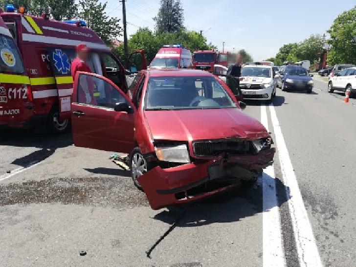 Accident rutier la Valea Călugărească. Două autoturisme au intrat în coliziune