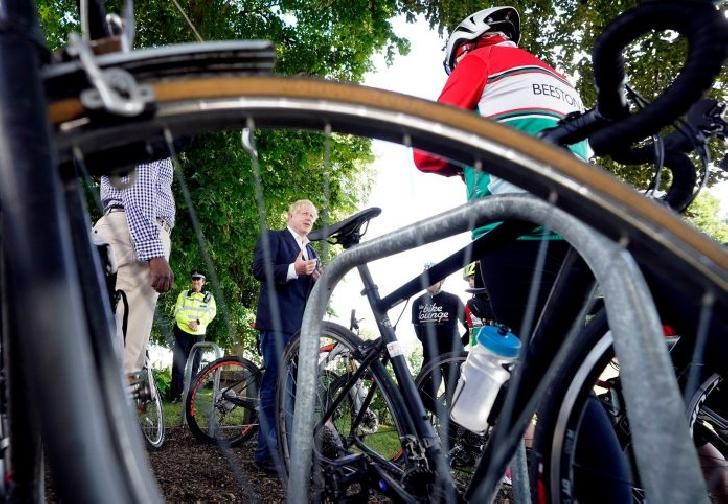 Guvernul britanic  incurajeaza  mersul cu bicicleta