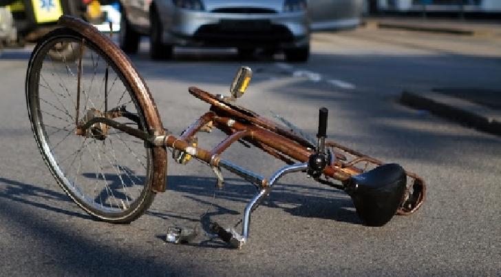 Accident rutier la Cocorasti Colt. O biciclistă a fost acroşată de un TIR