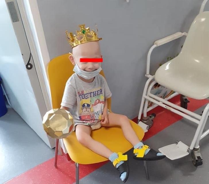 Un copil în vârstă de 3 ani are nevoie de ajutorul prahovenilor. Alexis are un diagnostic crunt...