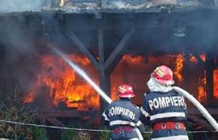 Incendiu la o fermă de animale din comuna Gorgota