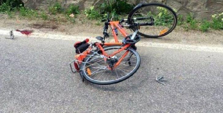 Accident rutier la Bărcăneşti. Un biciclist a fost acroşat de o autoutilitară