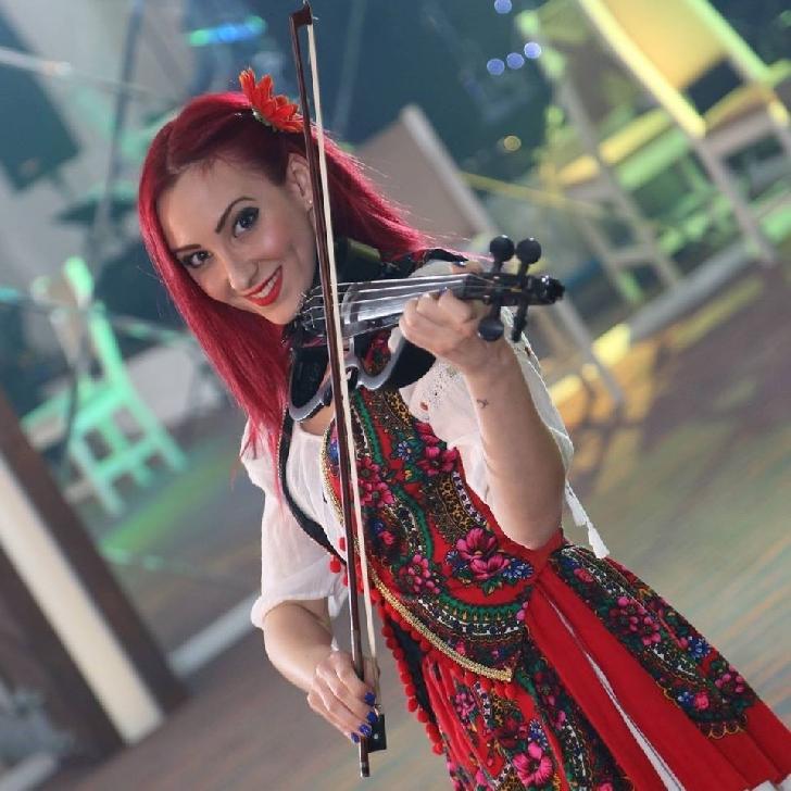 INTERVIU EXCLUSIV CU Alexandra Olr., Blogger, Content Creator, multimedia şi Graphic Designer