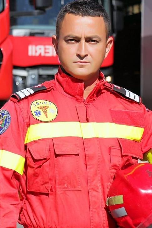 Sorin,un salvator prahovean care îmbină meseria de pompier cu dragostea pentru animale şi mişcare