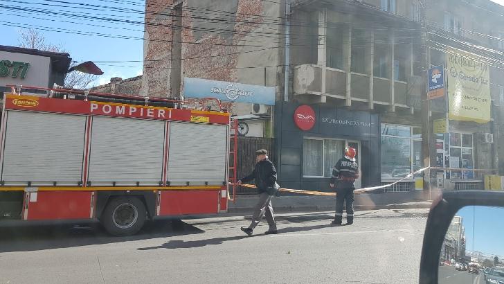 Pompierii prahoveni au intervenit la degajarea unor elemente de construcţie, pe o stradă din Ploieşti