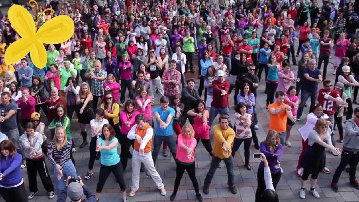Flash mob de dans şi zumba în Parcul Municipal Ploieşti Vest