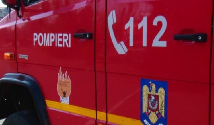 Incendiu la două containere de gunoi menajer, în satul Negoiesti