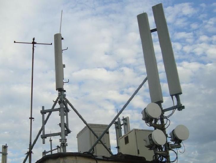 Un bărbat din Boldeşti Scăieni a vrut să se arunce de pe o antenă GSM