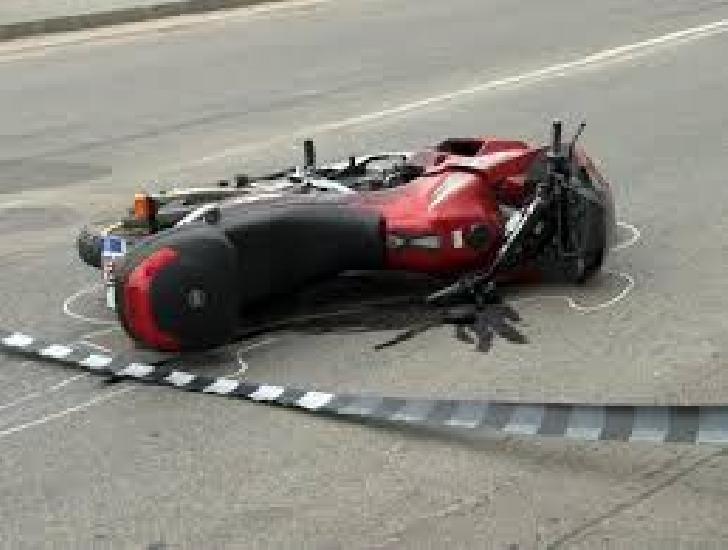 Accident rutier în Câmpina, între un autoturism şi o motocicletă