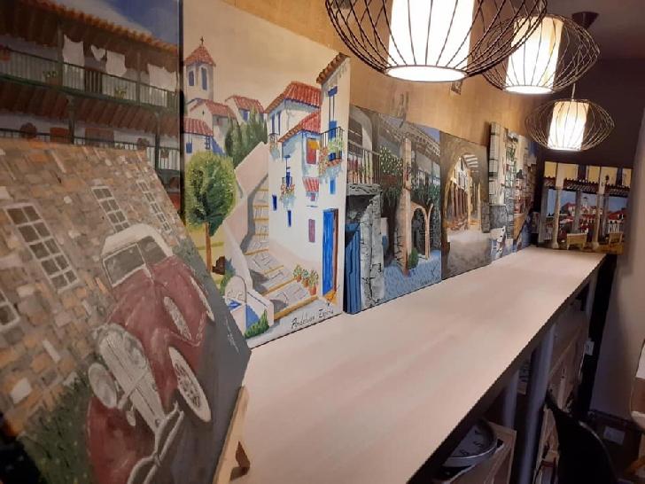 Expozitie de tablouri realizate de Ioana Radu, la Anticaffe New Experience Ploiesti