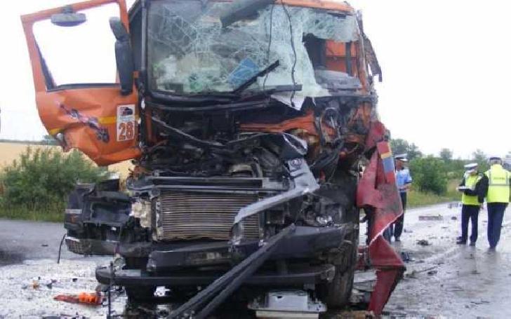 Accident rutier între două autotrenuri, la Măneciu