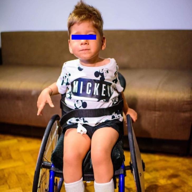 Un copil în vârstă de 3 ani din Rm. Vâlcea are nevoie de ajutorul nostru, este diagnosticat cu Amiotrofie Musculară Spinală infantilă tip 1