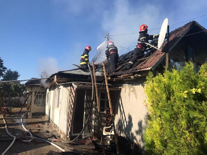 Incendiu la o locuinţă din localitatea Puchenii Mari. Nu au existat victime