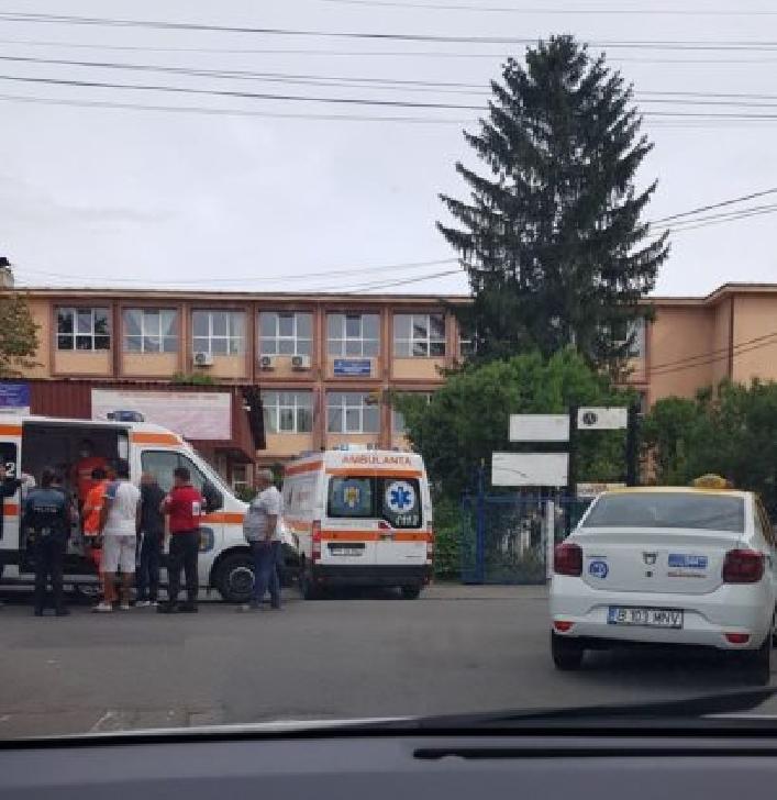 Doi elevi din Ploieşti au fost împuşcaţi în cap cu bile, în apropierea liceului UCECOM