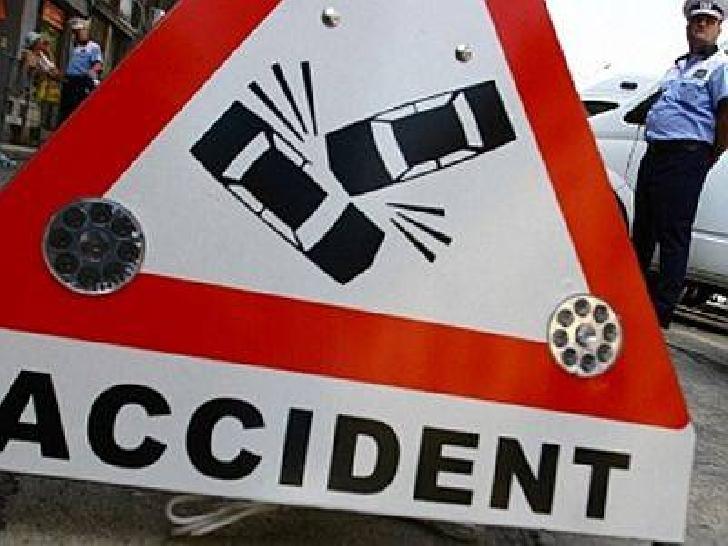 Accident rutier în apropierea mănăstirii Ghighiu. Un autoturism a intrat în coliziune cu o autoutilitară