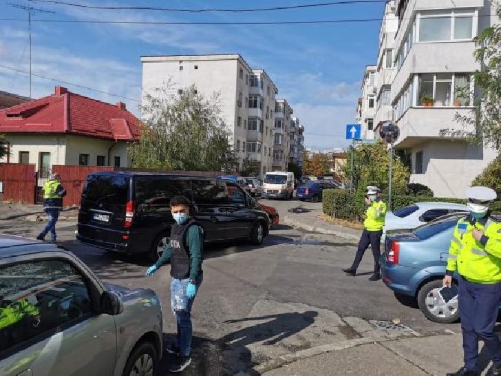 Accident rutier în Ploieşti. Un microbuz cu 11 copii a intrat în coliziune cu un autoturism