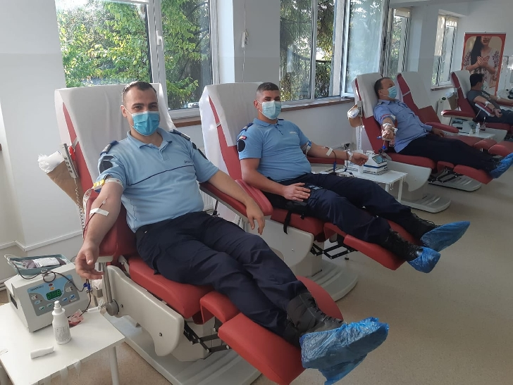 Jandarmi din cadrul Inspectoratului de Jandarmi Judeţean Prahova au donat sânge