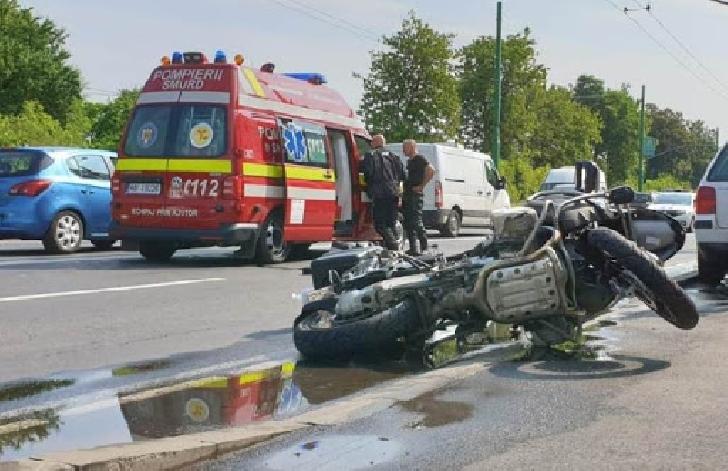 Accident rutier pe o stradă din Ploieşti, între un autoturism şi un motociclist
