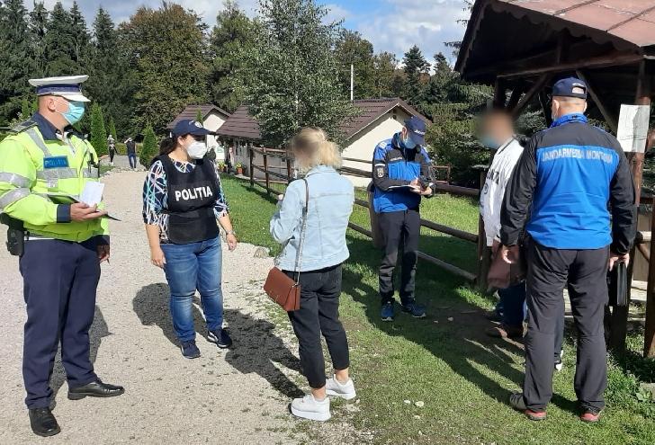 IJP PRAHOVA .ACTIVITĂŢI  DESFĂŞURATE DE POLIŢIŞTI ÎN PRAHOVA PENTRU PREVENIREA RĂSPÂNDIRII COVID 19.12 octombrie 2020