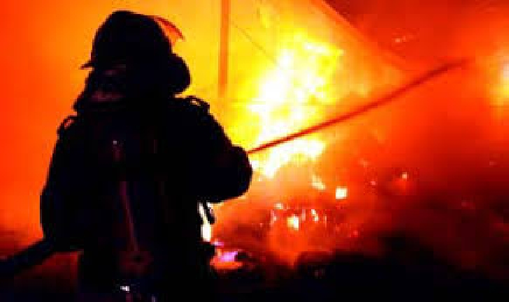 Incendiu la o casă particulară din Jugureni