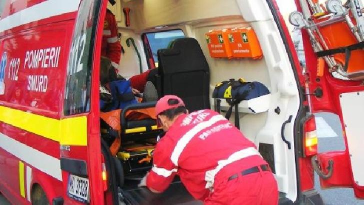 Un muncitor a căzut de pe acoperişul unei clădiri, de pe o stradă din Ploieşti