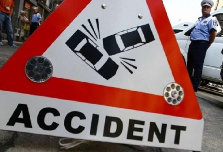 La Măgurele, un autoturism s-a răsturnat după ce a lovit un porc mistreţ