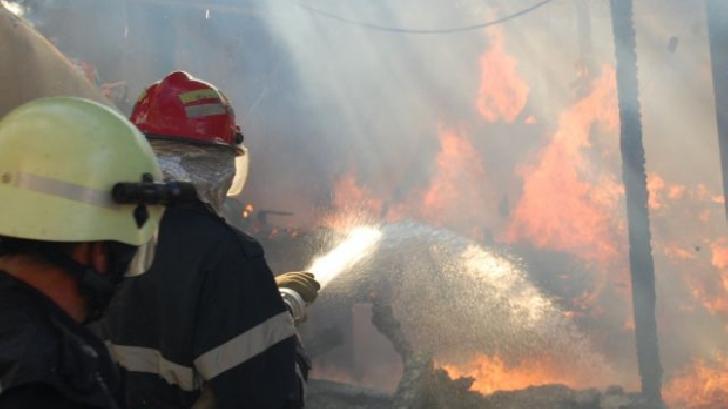 Incendiu în comuna Adunaţi, sat Ocina de Sus