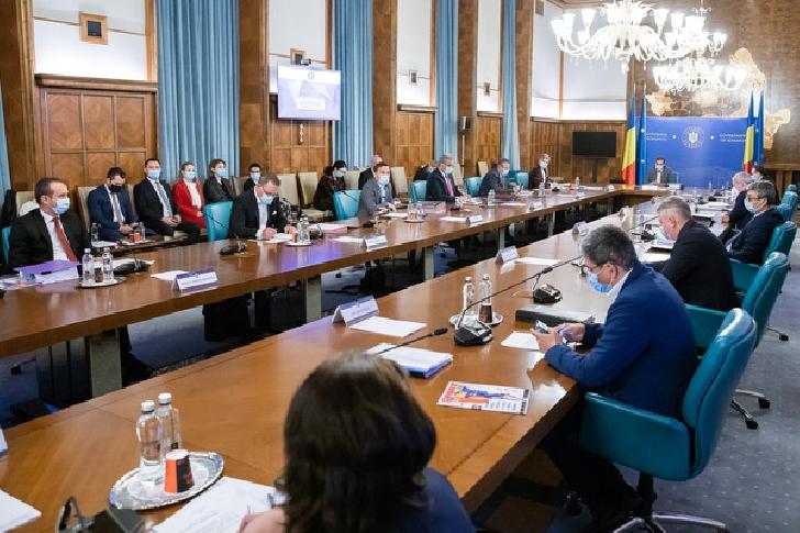 Guvernul României acordă ajutoare de urgenţă pentru familii şi persoane singure cu probleme sociale grave