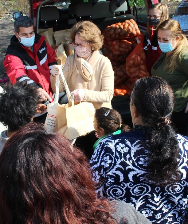 Ambasadorul Austriei, doamna Isabel Rauscher,  alături de comunităţile nevoiaşe ploieştene