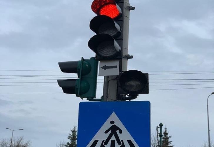 Semaforul aflat pe strada Gheorghe Grigore Cantacuzino, în faţa magazinului Kaufland-Vest, a devenit  funcţional