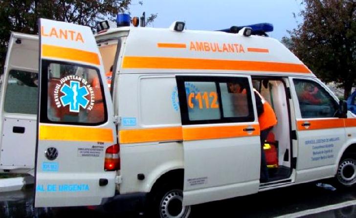 Accident rutier pe Centura de Vest a Ploiestiului, între o autoutilitară şi un microbuz. Un bărbat a ajuns la spital