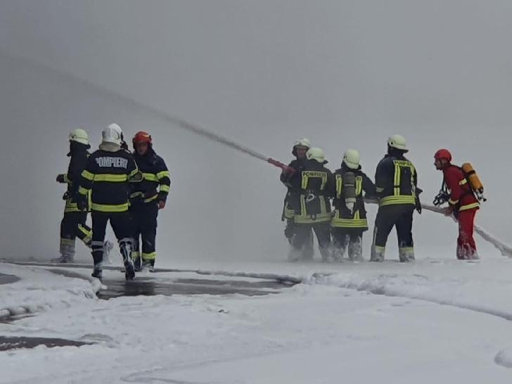 O cisternă a luat foc în curtea unei rafinării din Ploieşti. Nu au existat victime