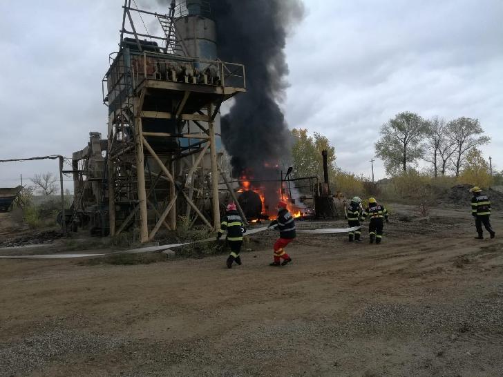 Incendiu la un bazin de bitum din comuna Bucov