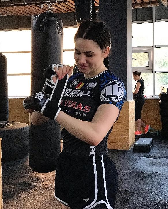 EXCLUSIV PRAHOVA .INTERVIU CU DIANA BELBITA,luptătoare profesionistă  Kickboxing,MMA şi Kempo .Performanţă nu înseamnă doar cele 3-4 ore de antrenament pe zi, înseamnă mult mai mult