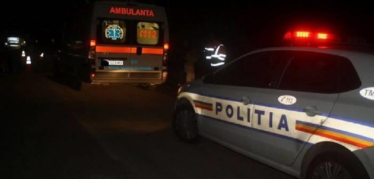 Accident rutier la Posada. Trei autoturisme şi o dubă au fost avariate de bucăţile de tablă căzute dintr-un autotren (TIR)