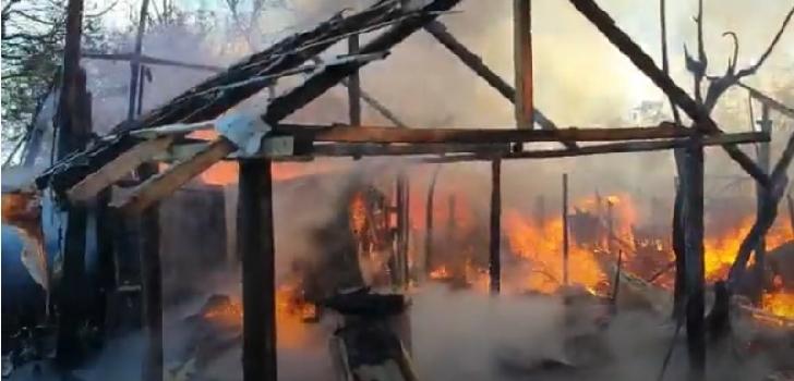 Incendiu la anexele unei case particulare din comuna Cocorăştii Colt (video)