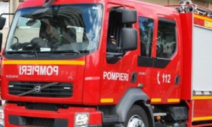 Incendiu la o casă particulară din Ploieşti. Nu au existat victime