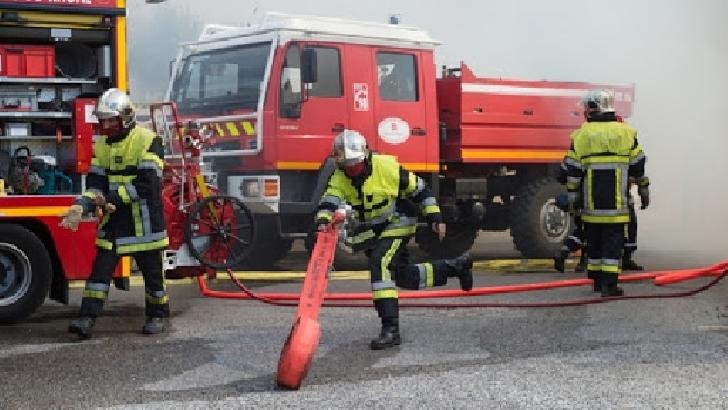 Incendiu la o casă particulară din satul Slon, comuna Ceraşu. Un bărbat a suferit arsuri