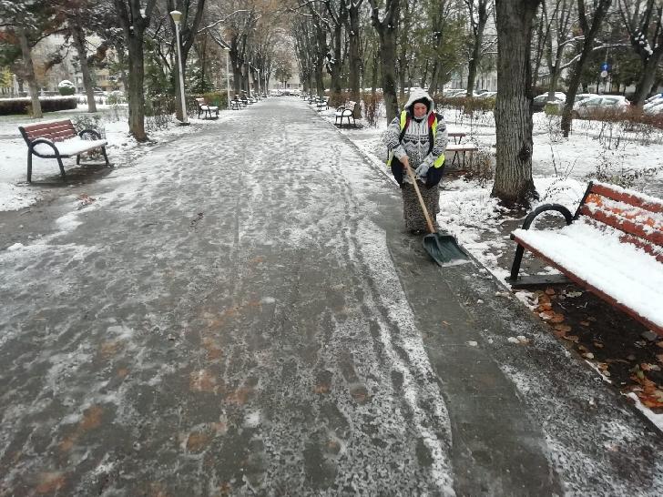 Primăria Municipiului Ploieşti a continuat activităţile de deszăpezire