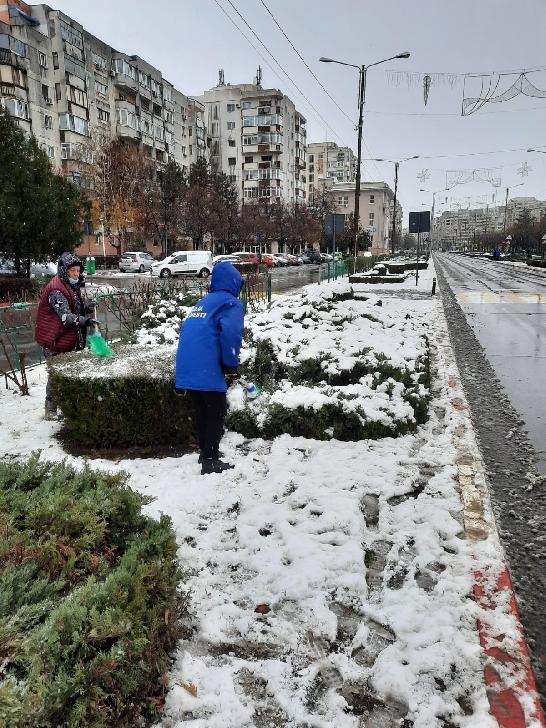 Primăria Ploieşti a continuat acţiunile de curăţenie şi deszăpezire