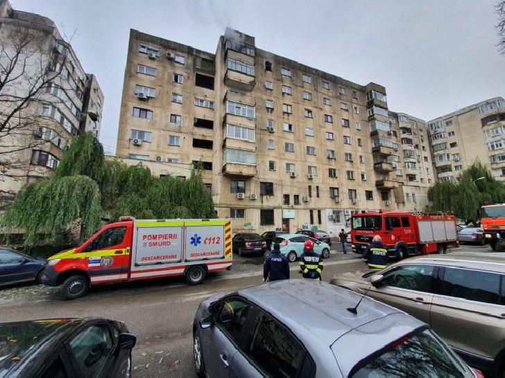 Incendiu într-un bloc din centrul Ploiestiului, zona Catedralei. O persoană a fost rănită