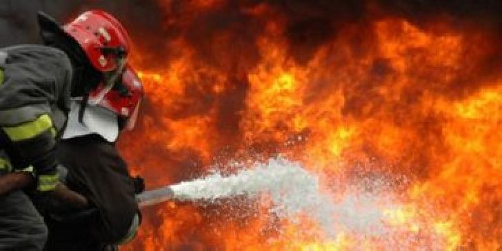 Incendiu la anexele gospodăreşti ale unei case particulare din comuna Scorţeni