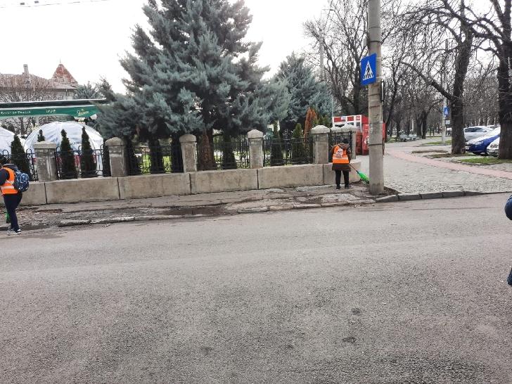 """Primaria Municipiului Ploiesti. Actiuni din cadrul programului """"Curatenie generala """" . 30 decembrie 2020"""