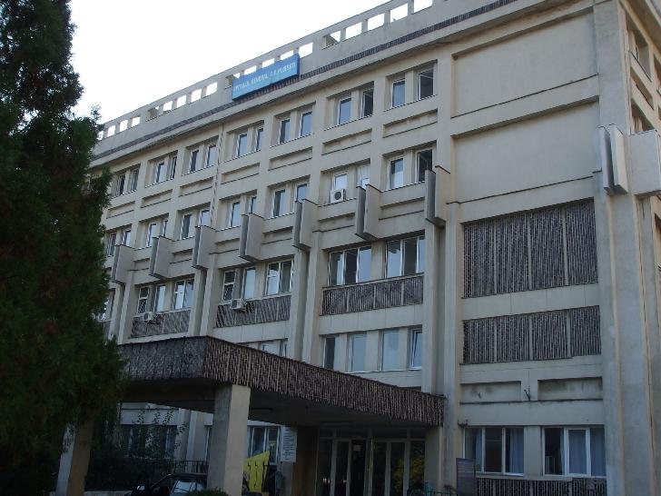 Un bărbat a căzut de la un etaj al Spitalului CFR Ploieşti